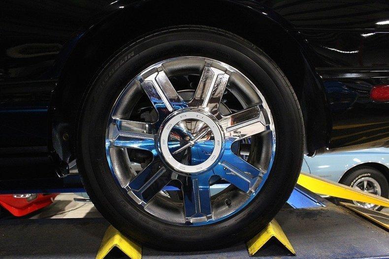 2005 Ford Thunderbird #102