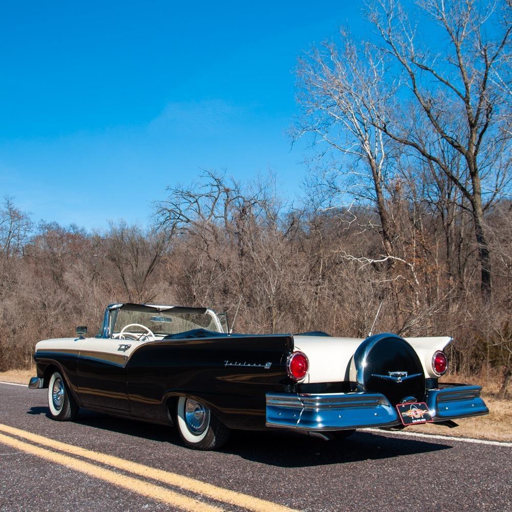 1957 Ford Fairlane 500 Sunliner Restomod #121