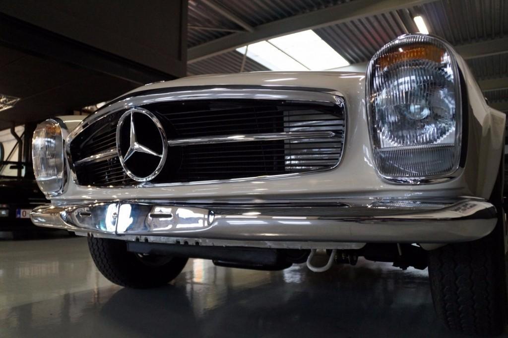 Mercedes-Benz 230SL Pagoda concourse 1966 #2