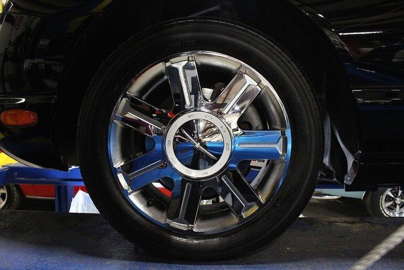 2005 Ford Thunderbird #100