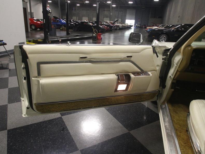 1975 Chrysler New Yorker Brougham #37