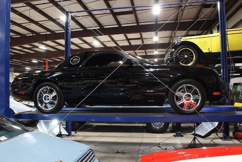 2005 Ford Thunderbird #82