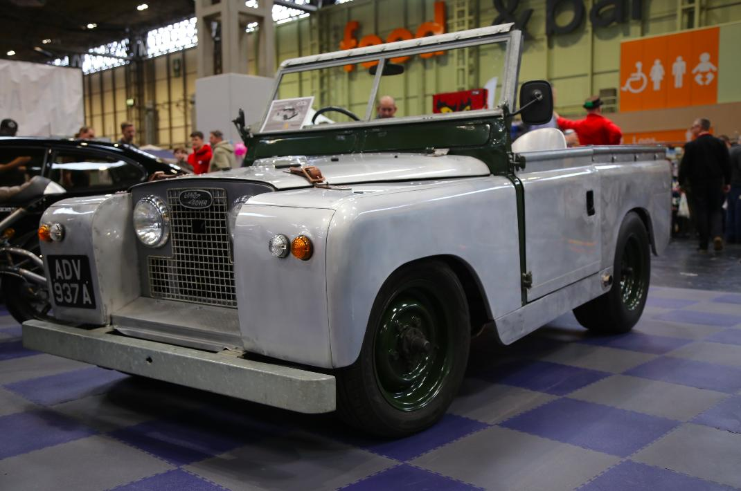 Top modified cars to see at the nec for Land rover tarbes garage moderne