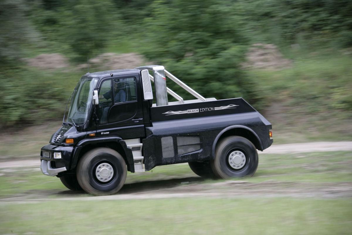 Why We All Love A Unimog Toyota Shows The Iroad Fullyenclosed Tilting Electric Three