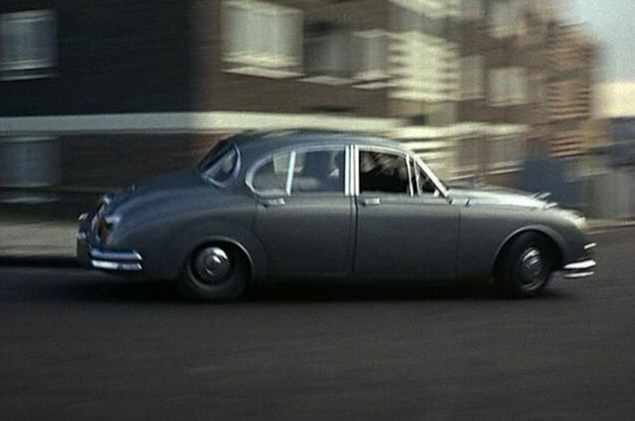 Classic cars in film: Jaguar vs Jaguar in Robbery